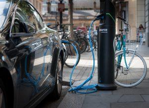 Mobilier urbain: des lampadaires rechargent les véhicules électriques